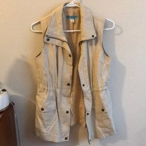 Tan trench vest with zipper